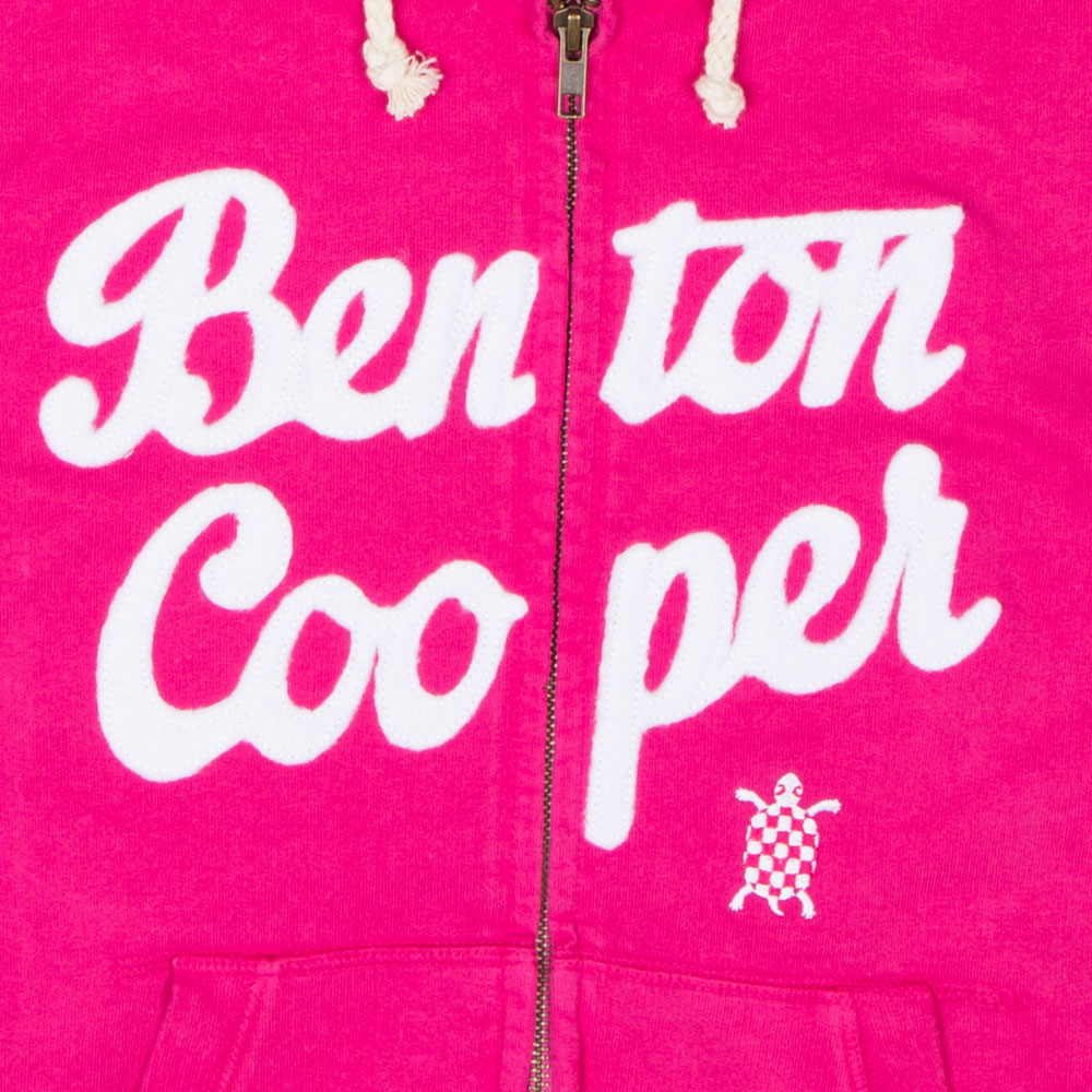 "Hoodie Benton Cooper modelo ""Logo Tortuga"" fresa detalle bordado"